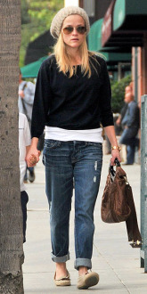 Reese Witherspoon boyfriend jeans