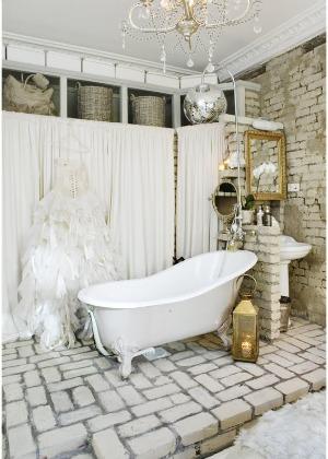 glamour retro bathroom thedecorista